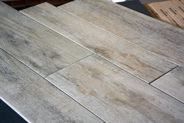 Tegels met houtmotief
