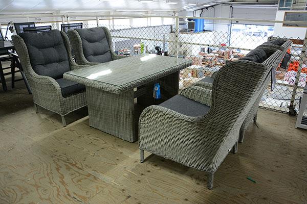 Tuinmeubel outlet megadump nunspeet loungesets tuinset tuinkussens picknicktafel zweefparasol - Lounge stijl ...